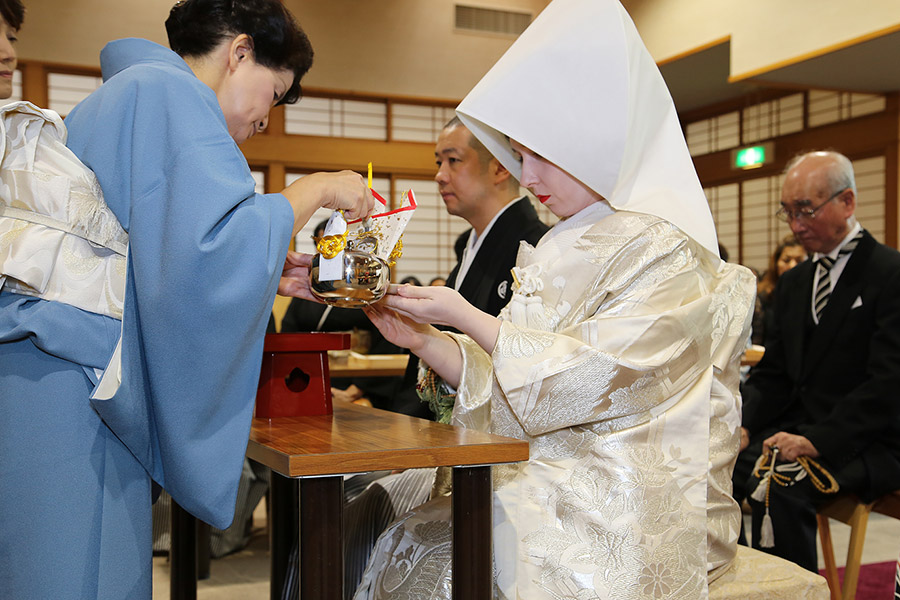 san san kudo ceremony at japanese wedding