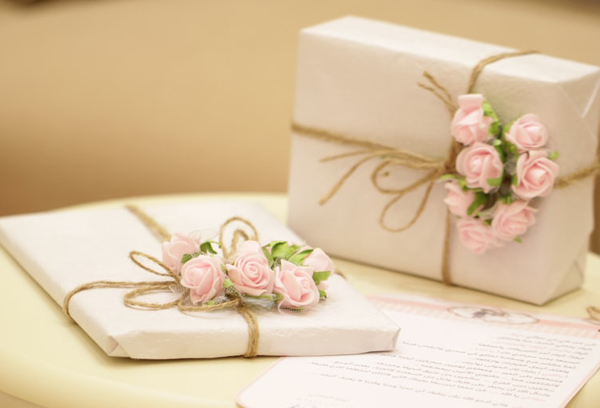 Advice For The Bride And Groom - Know How To Transport Wedding Gifts