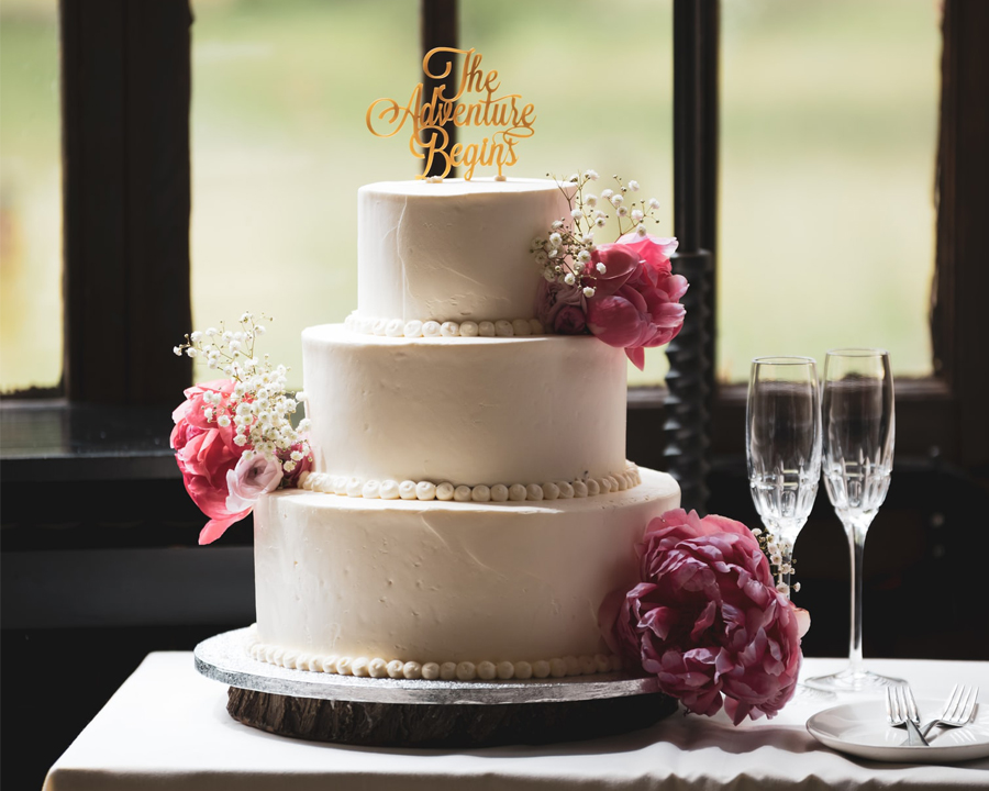 Wedding Hacks - Wedding Cake With Champagne Glasses